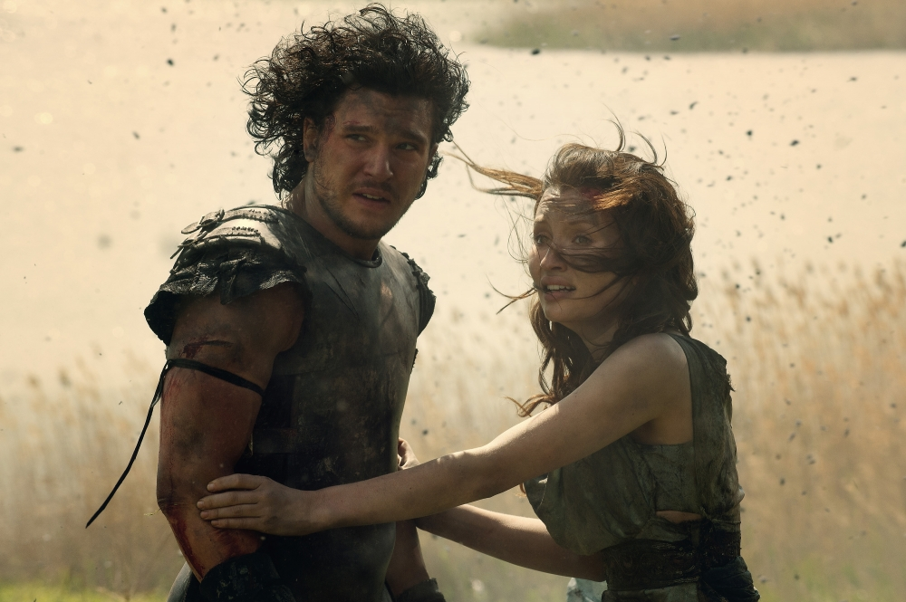 Kit-Harington-and-Emily-Browning-in-Pompeii-2014-Movie-Image