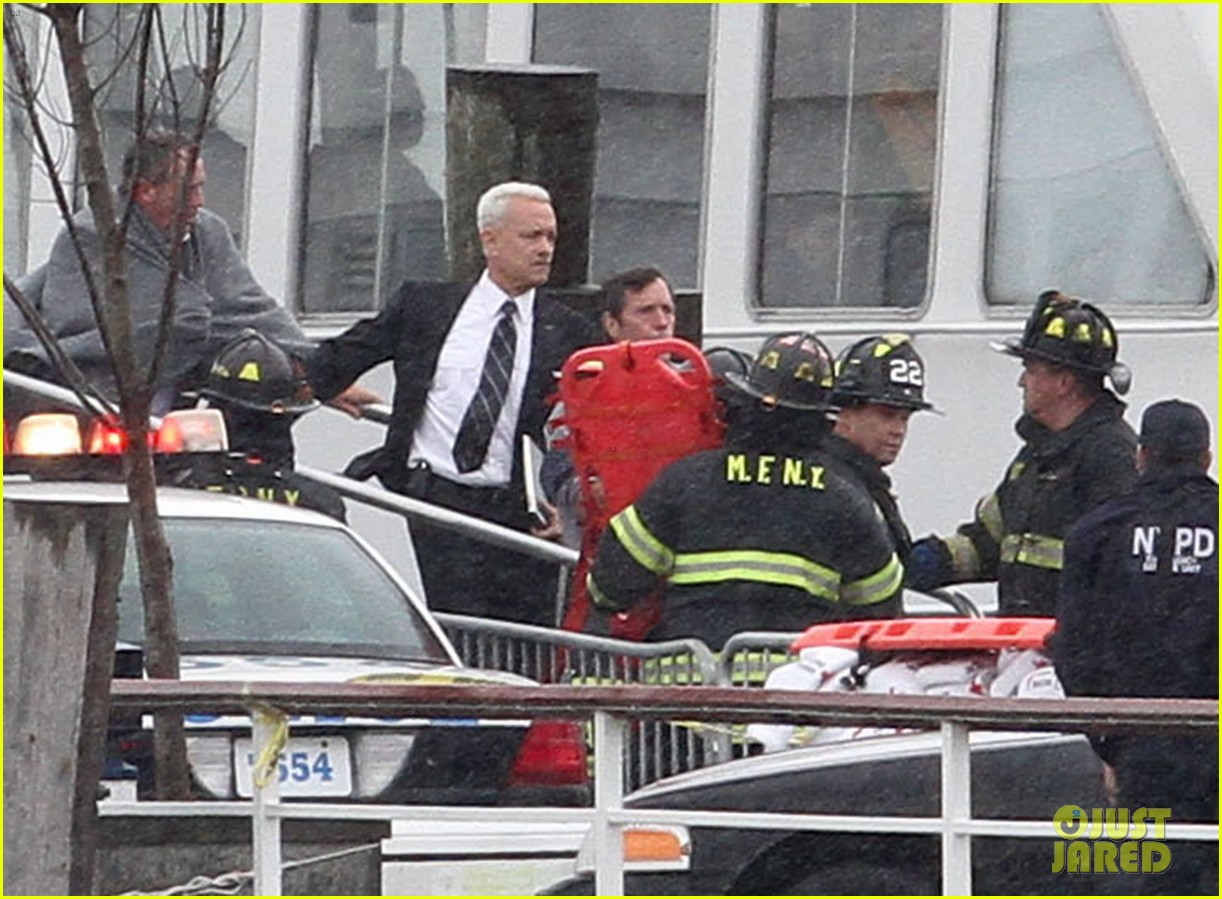 51866815 Stars are spotted on the set of 'Sully,' filming in New York City, on October 01, 2015. Clint Eastwood directs the film, based on the story of pilot Chesley Sullenberger. The date of release has not been stated. Stars are spotted on the set of 'Sully,' filming in New York City, on October 01, 2015. Clint Eastwood directs the film, based on the story of pilot Chesley Sullenberger. The date of release has not been stated. Pictured: Tom Hanks FameFlynet, Inc - Beverly Hills, CA, USA - +1 (818) 307-4813